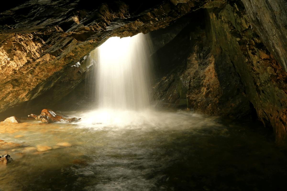 donut-falls-hike-utah